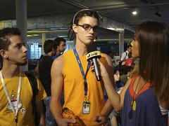 Marco Gomes sendo entrevistado por Daniele Suzuki