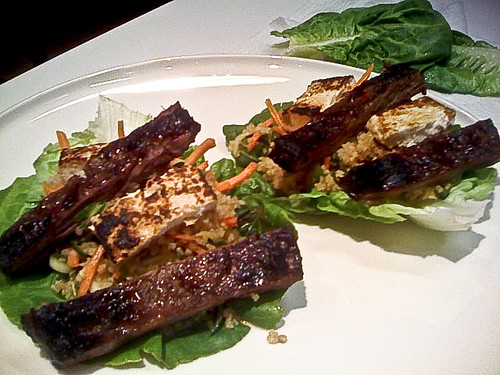 steak & tofu lettuce wraps with bulgur salad