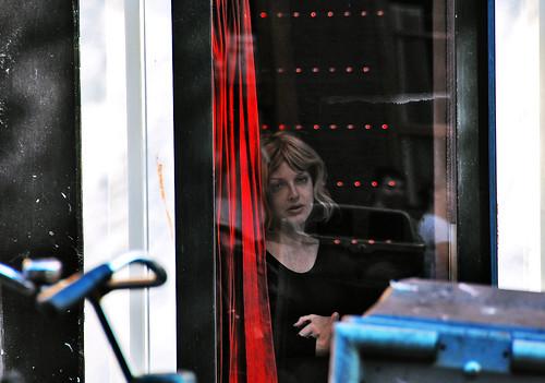 Prostituée du quartier rouge d'Amsterdam Podoboq@Flickr