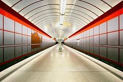Kreillerstraße (Woodpeckar) Tags: red silver germany underground subway munich münchen u2 bayern metro symmetry trainstation ubahn 5d eos5d ubahnmünchen woodpeckar ubahnmuenchen:station=kr ubahnmuenchen:line=2 kreillerstrase tamronspaf1735mm