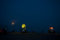 ice cream and moon (vbsuresh) Tags: light sea people moon india beach night sand icecream carts tamilnadu mahabalipuram vendors mahabs darj 400d