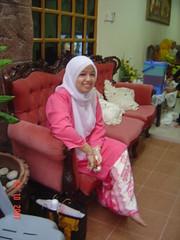 Pinky Me (wANiE beSh) Tags: pink woman girl smile eid malaysia hariraya aidilfitri melayu malay bajukurung mubarak