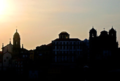 Porto in the evening (gornabanja) Tags: travel light sunset shadow vacation sun holiday portugal silhouette evening nikon d70 porto outline ilustrarportugal srieouro