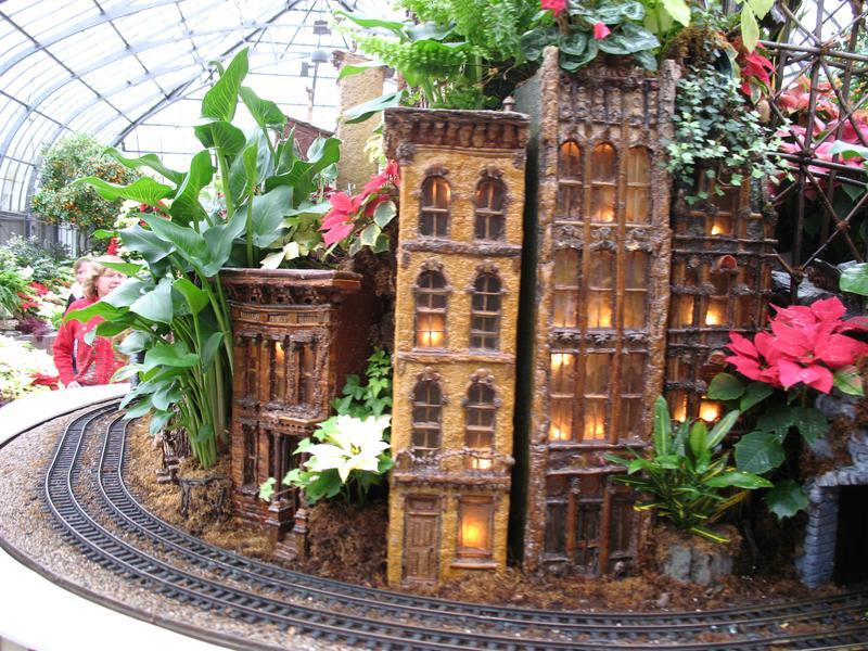 Krohn Conservatory holiday display Cincinnati, Ohio