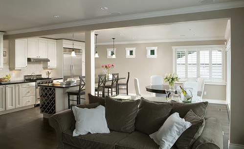 West Vancouver living spaces by Artizen Home Renovations