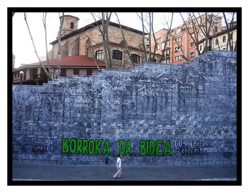 Fronton Deusto - Borroka da bidea por Soniko.