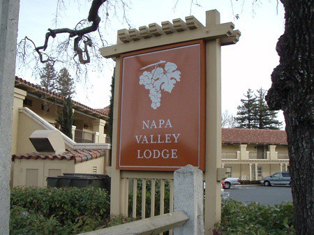 Napa Valley Lodge sign
