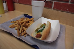 TRADITIONAL CHICAGO-STYLE HOT DAWG