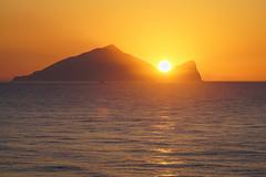 Turtle Island Sunrise (Vincen Chuang) Tags: 台灣 台灣之美 宜蘭 龜山島 龜山朝日 taiwan thebeautyoftaiwan formosa akaformosa yilan turtleisland sunrise light landscape sony a7r2 a7rii 70200mm f4