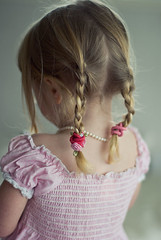 plaits and rose hairties (Le Fabuleux Destin d'Amlie) Tags: pink roses two portrait girl childhood 50mm toddler child f14 indoor getty braids rv plaits forme nsr hairties gettyimagesportraits