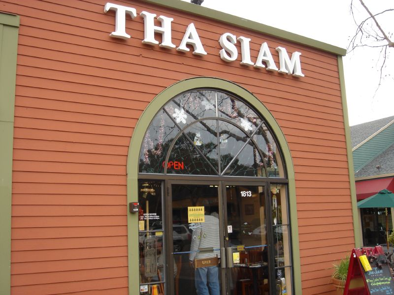 Tha Siam front