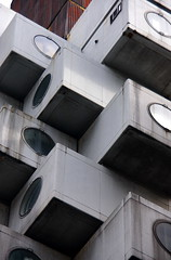 Cubs / Cubes (SBA73) Tags: building window japan architecture modern square concrete ventana tokyo arquitectura honeymoon finestra cube nippon  cemento moderno cubo nihon circular jap moderna circulo ciment cercle tokio edifici japn kurokawa kisho nakagincapsuletower escac aplusphoto viatgedenoces 100commentgroup