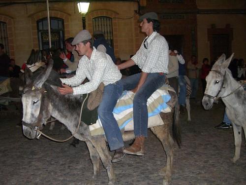 A burro en calle Serpa