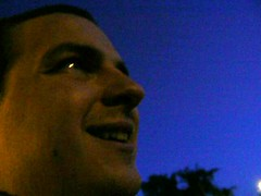 giobi guarda cielo