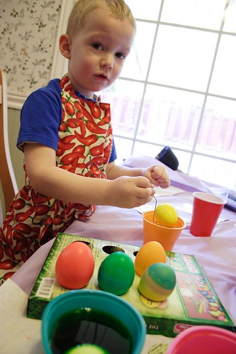Decorating Easter Eggs - dyeing with or without vinegar?