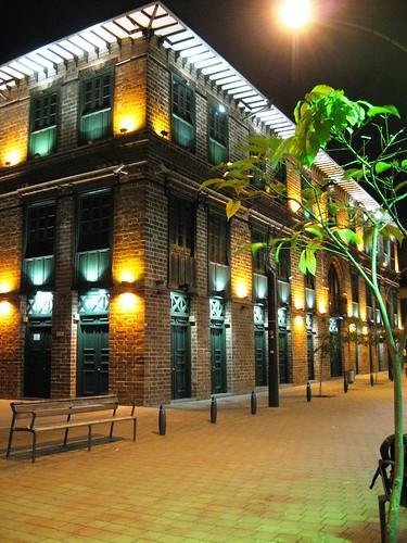 Edificio Carrè, de noche. Medellìn, Antioquia.