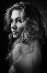 (zul photographie) Tags: noiretblanc nb bw blackwhite pb woman portrait nude artisticnude zul zulphoto nus women modele