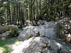 Entre Uovacce et Apaseu : ligne de cairns typique de cette traversée
