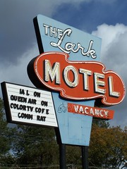 20071020 The Lark Motel (Tom Spaulding) Tags: california ca old sign vintage neon motel signage highway101 us101 willits route101 willitsca usroute101