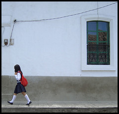 School Days (It's Stefan) Tags: school people window latinamerica americalatina southamerica students girl linhas kids composition children ecuador student education chica bambini lifestyle streetlife kinder nios teacher kind colegio backpack andes escuela enfants nina gomtrie mdchen primaryschool lignes lehrer infante  schule  scuolaelementare  schler geometria formacion educacion ninos bildung amricalatina  estudiantes lneas onestep infantile primaria  sudamrica  grundschule imbabura latinoamrica enfent schuluniform   coleprimaire  hispanoamrica schoouniform photoguideecuador       stefanhchst