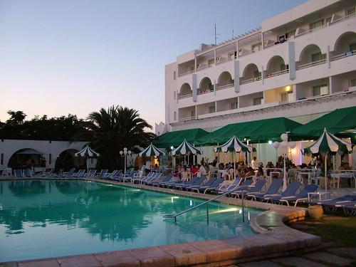 Piscina del hotel Domina sultan Beach de Tunez