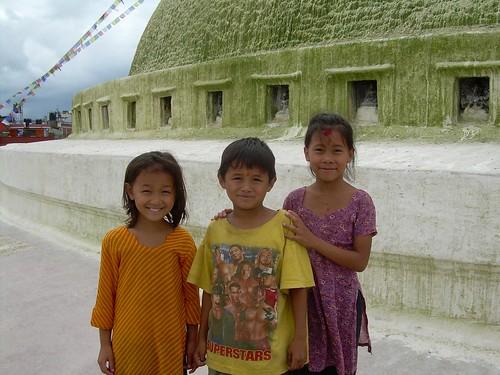 Niños nepalíes en la stupa de Bodnath