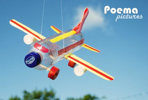 Brinquedos com Material Reciclado, por Zio  Ribeiro. by Poema Pictures.