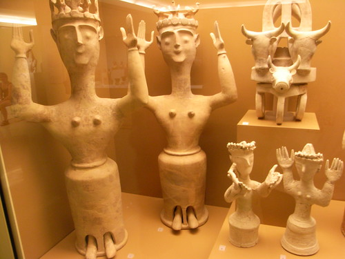 minoan clay figurines in the Heraklion museum