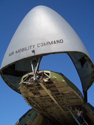 Gigantic C-5 Galaxy Air Mobility Command aircraft par airgap