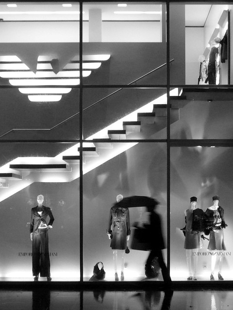 man silhouette night stairs umbrella belgium belgique nacht belgië etalage antwerp shopwindow nuit trap escalier antwerpen armani paraplu anvers homme silhouet parapluie paspop emporioarmani trappen fashionstore tweeduizend paspoppen bwartaward