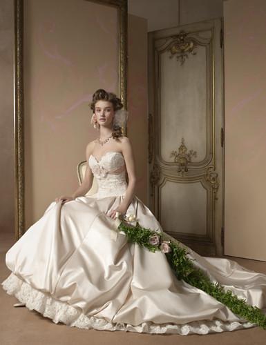 فساتين اعراس 2011