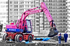 Pink Digger (St Stev) Tags: park pink gay bw tower japan work japanese construction asia jcb 21 landmark labour  nippon yokohama unusual kanagawa quirky minato nihon digger bluff mirai yamashita yamate
