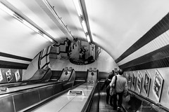 Paccadilly line - London (Bouhsina Photography) Tags: street black white bw blackandwhite noir blanc noiretblanc londres metro tube angleterre escalator underground 2017 bouhsina bouhsinaphotography canon 5diii sigma 35mm musicien lignes voute perspective