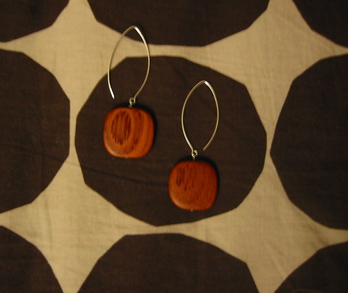 Wood earrings by Totinette