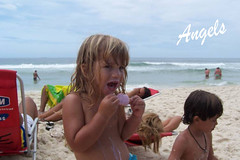 praia (-Clara e Isabela-) Tags: beautiful rio brasil de child janeiro sweet linda criana