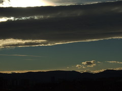 Cuesta amanecer (Caliaetu) Tags: morning sky cloud mañana dawn spain nuvola alba gijón asturias amanecer cielo finepix fujifilm nube lever mattino asturies northofspain sooc s6500 s6000 nortedeespaña caliaetu fernandotorrealonso