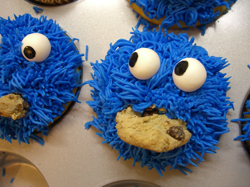 cookie monster cake. Cookie Monster Paranoia