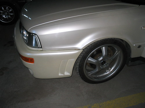 Helmiäismaali auto