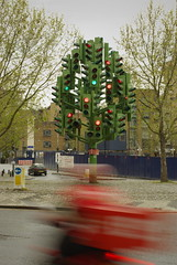 Traffic Light Tree (Brett Dickson) Tags: uk england sculpture blur trafficlights london trafficlight motionblur docklands canarywharf trafficlighttree pierrevivant