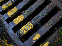 Drain (Durley Beachbum) Tags: 52in201737 metal drain bournemouth yellowline