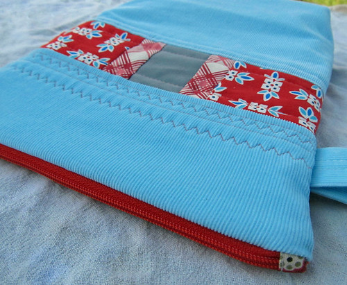 little zipper pouch blue corduroy on the Back