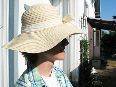 Leo snygg i hatt.