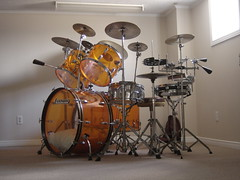 1970's Ludwig Amber Vistalite drum set      3/4 view (stevesobczuk) Tags: vintage drums grey amber zeppelin olive led badge 70s 1970s ludwig bonham vistalite
