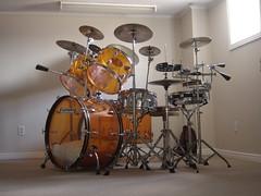 1970's Ludwig Amber Vistalite drum set      3/4 view (stevesobczuk) Tags: vintage drums grey amber zeppelin olive led badge 70s 1970s ludwig bonham vistalite