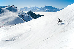 4x Challenge Leysin (Suisse) 2008 (Grgoire Saunier) Tags: winter mountain snow bike bicycle sport ride extreme downhill riding mtb neige freeride challenge vtt vlo xtreme leysin 4x fourcross 4xchallengeleysin