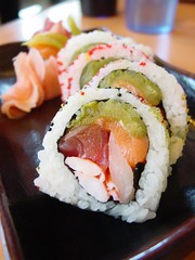 Sandia Roll at Sushi King (JoelDeluxe) Tags: chile seaweed newmexico green sushi ginger downtown rice sesame salmon crab albuquerque seeds abq nm joeldeluxe whitefish wasabi tuna sushiking greenchile sandiaroll