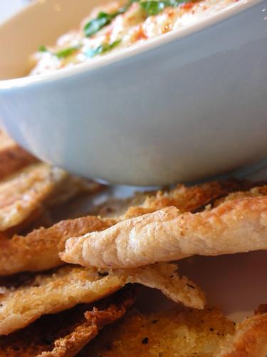 hummus & pita chips
