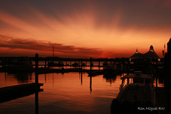 sunset series... North harbor, Maryland... (Kamoteus (A New Beginning)) Tags: sunset canon rebel canonrebel rebelxt canonrebelxt nopostprocessing eosrebel kamote northharbor rebelxti eos400d eosrebelxti nationalharbor colourartaward platinumheartaward kamoteus2003 kamoteus thechallengefactory burabog ronmiguelrn