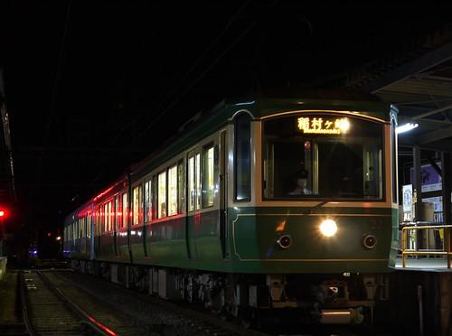 江ノ電22F+2003F稲村ヶ崎行き最終電車@長谷