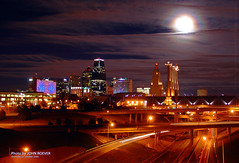 Moon over Kansas City, 25 Oct 2007 (photography.by.ROEVER) Tags: nightphotography urban moon skyline night buildings geotagged evening october downtown cityscape view kansascity missouri views moonlight nightphoto kc i35 kcmo downtownkansascity 2007 summitstreet 1000views i670 12000 2000views 10000views 5000views 3000views supershot nightphotograph 4000views 6000views interstate35 7000views 8000views 9000views kansascityskyline kcskyline 11000views 14000views 13000views skylineofkansascity bartlehallpylons interstate670 kansascitymarriott kansascitynight moonoverkansascity nightimagery